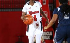 Women's basketball splits pair of road games