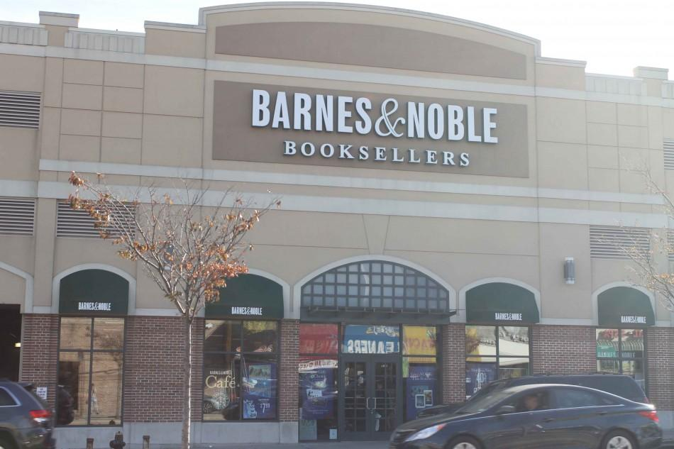 The Fresh Meadows Barnes & Noble is closing at the end of December. The commercial space will be filled with a T.J. Maxx. Photo: Torch Photo Editor Cheyanne Gonzales