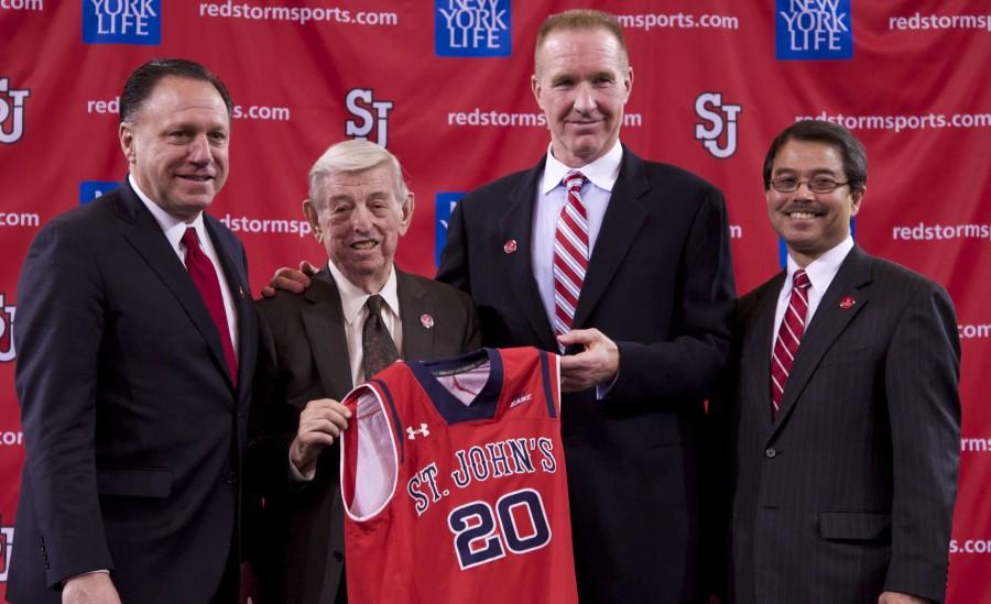 Left+to+right%3A+Athletic+Director+Chris+Monasch%2C+Lou+Carnesecca%2C+Chris+Mullin+and+University+President+Dr.+Gempesaw.%0APhoto%3A+Photo+Editor+Diana+Colapietro