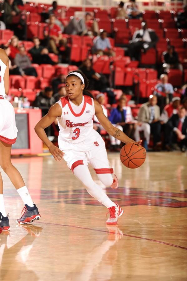 Aliyyah+Handford+scored+a+team-high+14+points+in+the+loss+to+UCLA+%28Photo%3A+Athletic+Communications%29