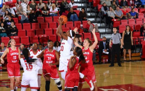 Freshman Akina Wellere had a breakout performance with 17 points in a St. John's victory against Sacred Heart (Photo: Athletic Communications)