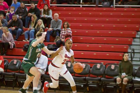 Hoppies' 21 Leads St. John's Past William & Mary
