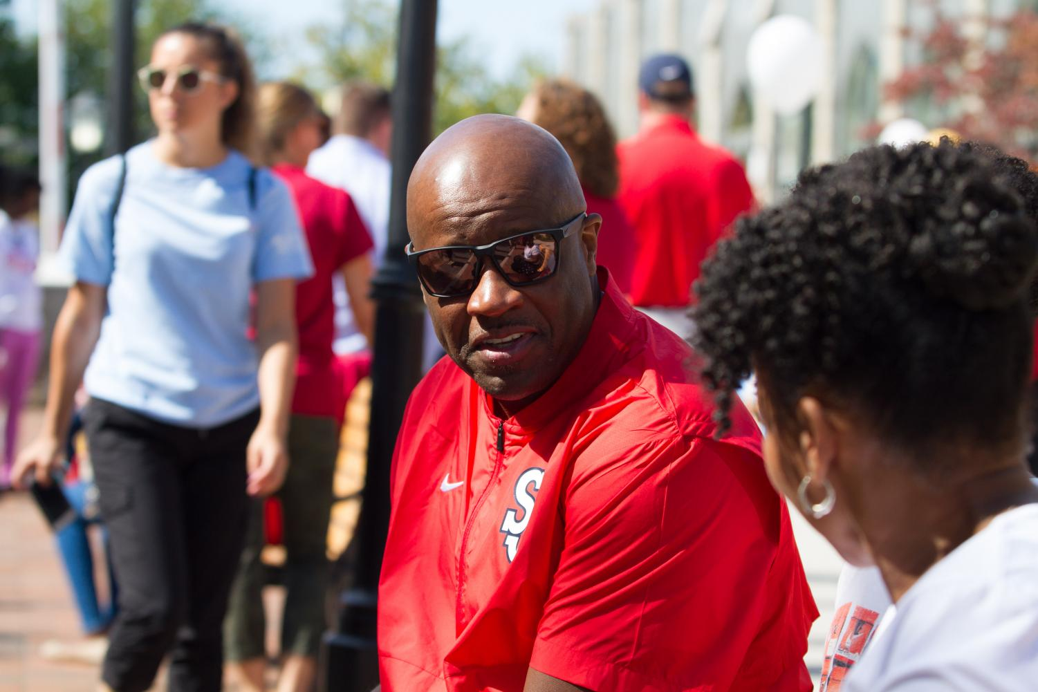 Mike Anderson interacting with fans at the ninth annual Dribble for the Cure event.
