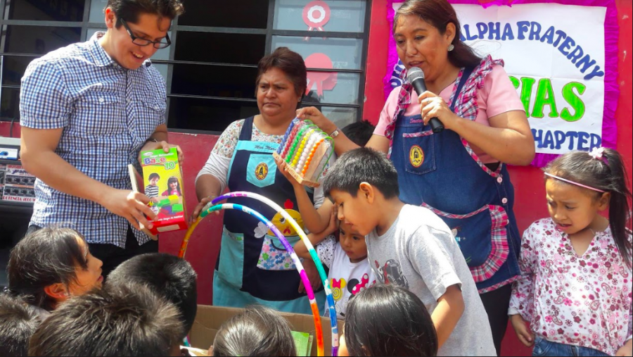 SJU Alum Waldo Guevara makes annual trips to Peru to bring the children of Jorge Guevara Mellado School the scholarship and supplies that result from fundraising efforts.